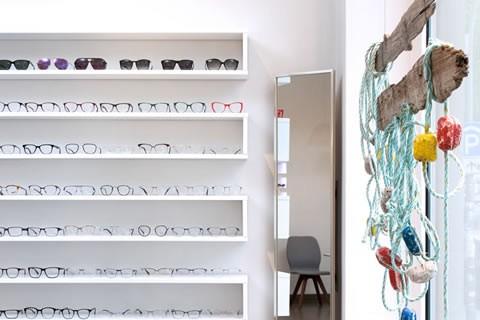 Ansicht Brillenregal und Schaufenster bei Sehgang Ottensen